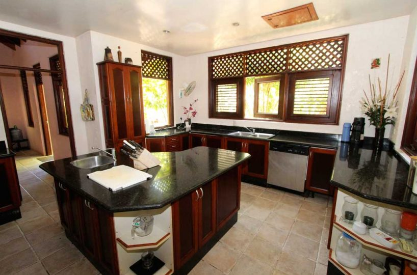 Sunrise Villa kitchen