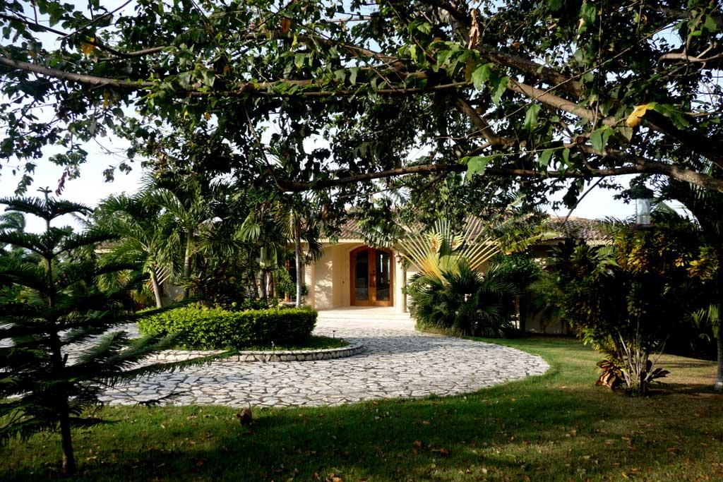 Villa Dando driveway