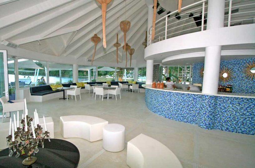 Ocean front resaurant bar
