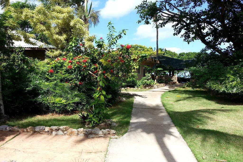 El Marinique Hotel Grounds