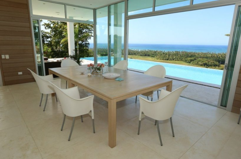 Dining Area 2 - The dining table overlooks the pool