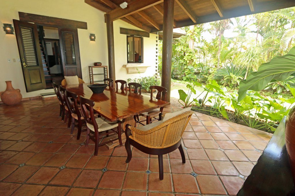 dining-exterior-views-to-tropical-garden