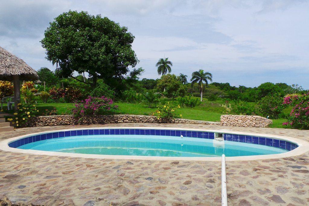 casa colinas verde pool