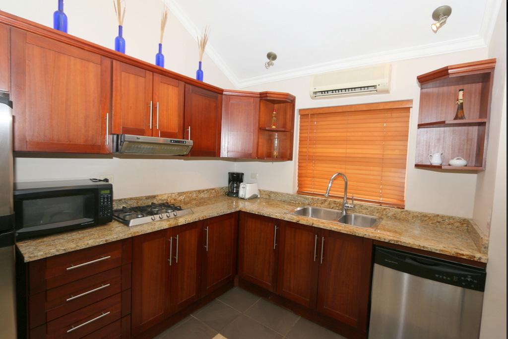 oo-3442-kicthen-furnitures-condo-for-sale