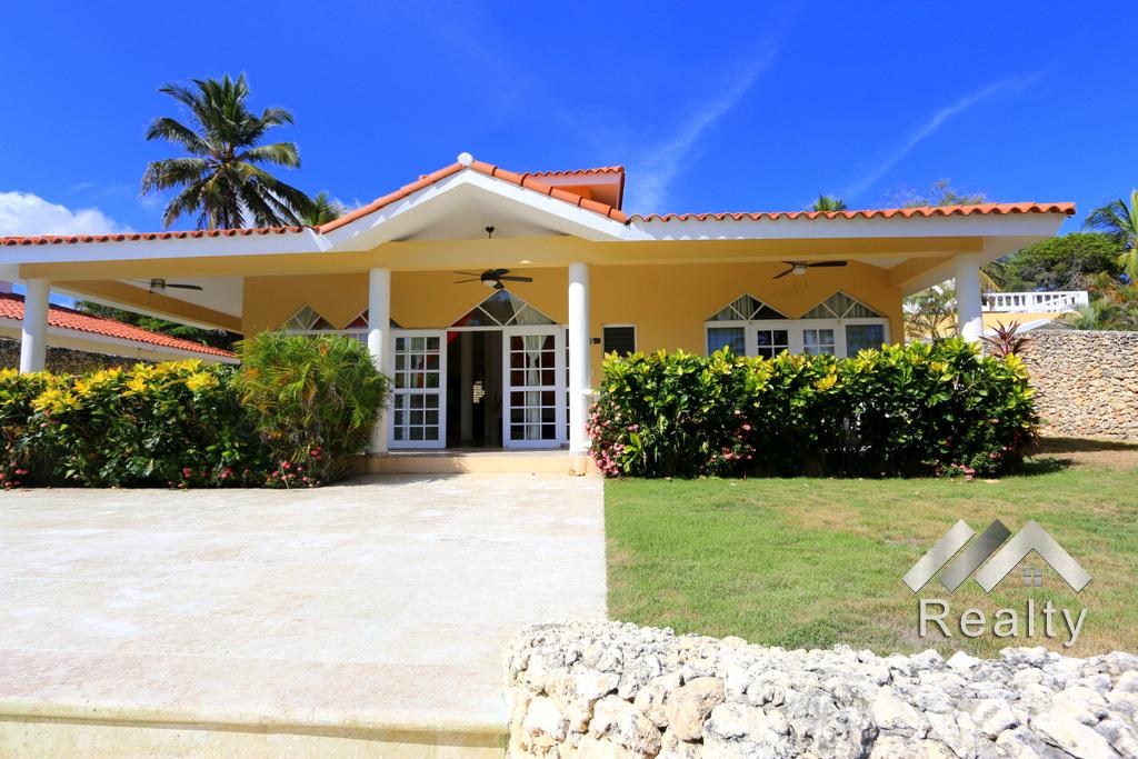 Bahia de Arena - Villa front