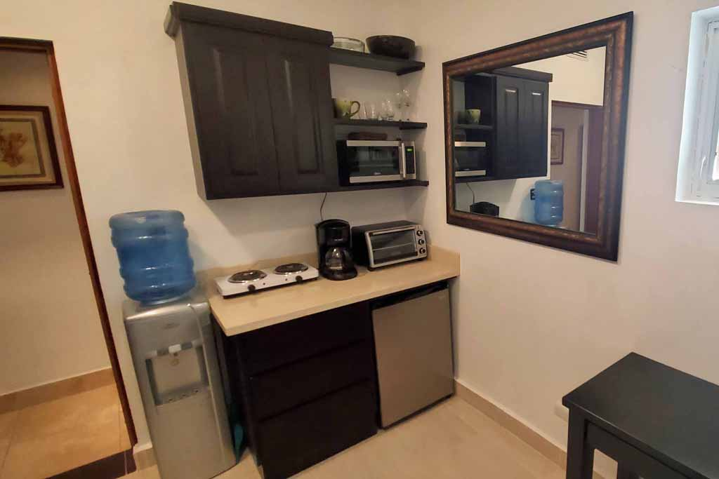 condo-for-rental-4-bedrooms-beachfront-cabaret-kitchenette-view