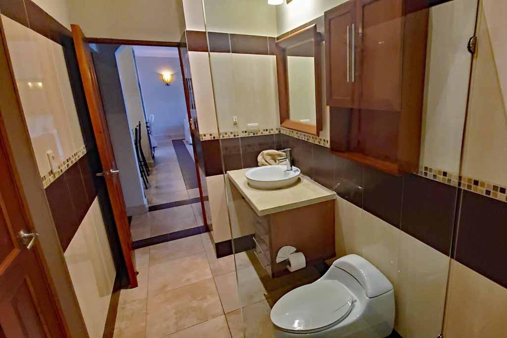 ocean-one-community-condo-for-rental-bathroom2-interior-view