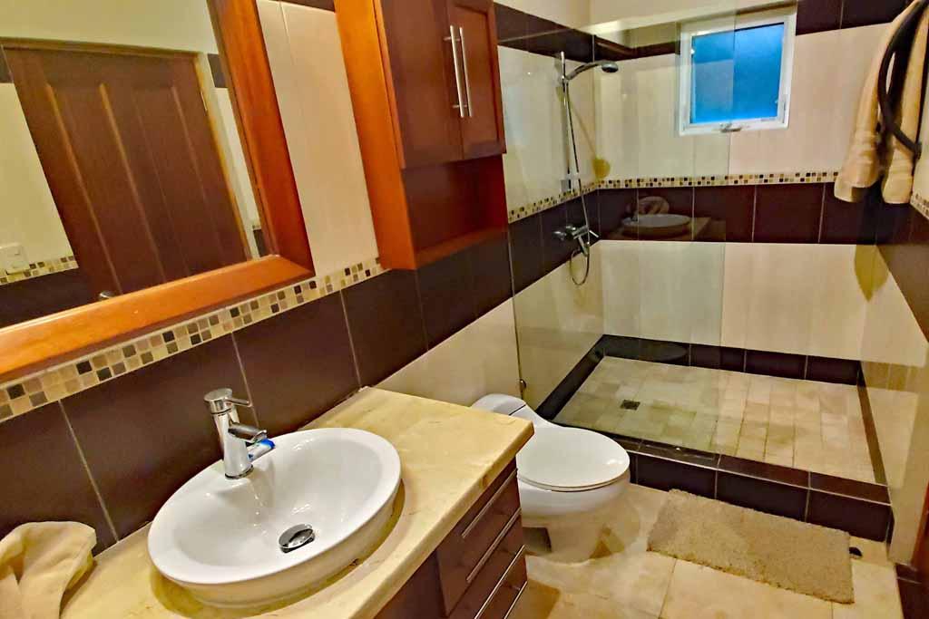 rental-condo-in-cabaret-beachfront-4-bedroom-bathroom-view