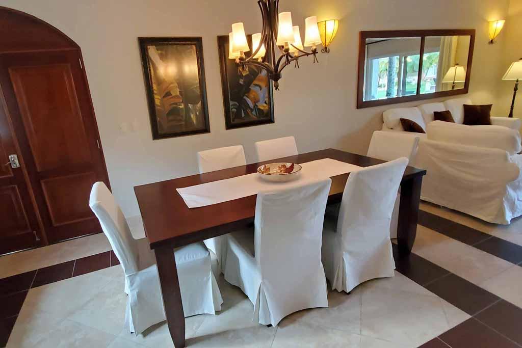 ocean-one-condo-for-rental-beachfront-dining-Living