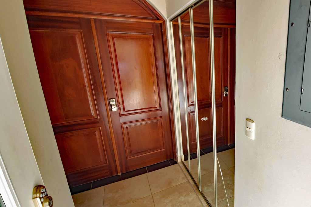 condo-rental-cabaret-beach-4-bedroom-ocean-one -entry-foyer-interior-view
