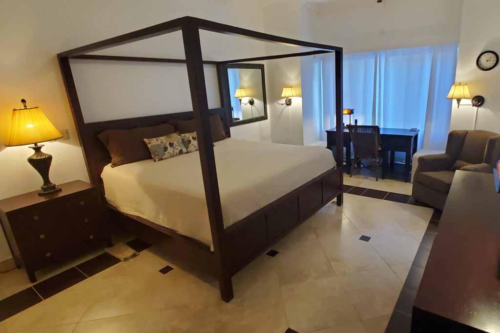 ocean-one-4-bedroom-beach-rental-cabarete-master-suite-interior