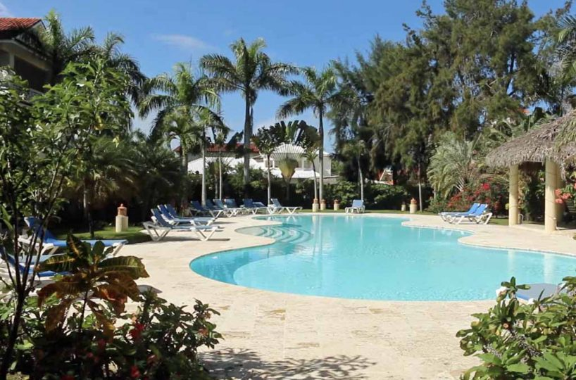 ocean-one-community-beachfront-cabaret -pool-lounges