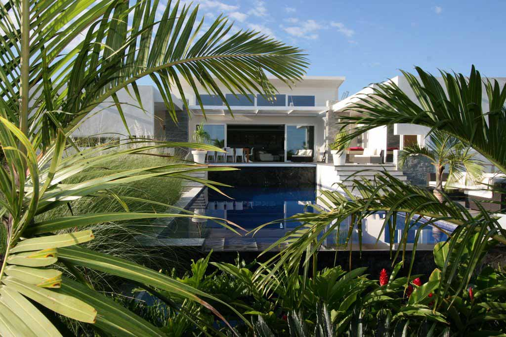 contemporary-homes-for-sale-in-cabaret-featured-property