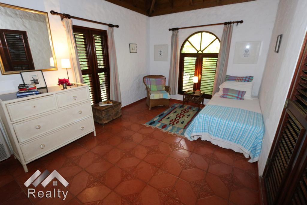 bedroom-3-sea-horse-ranch-41-luxury-villa-for-sale-caribbean-style