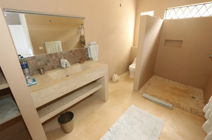 villa-for-sale-in-cabrera-west-interior-view-bath 2
