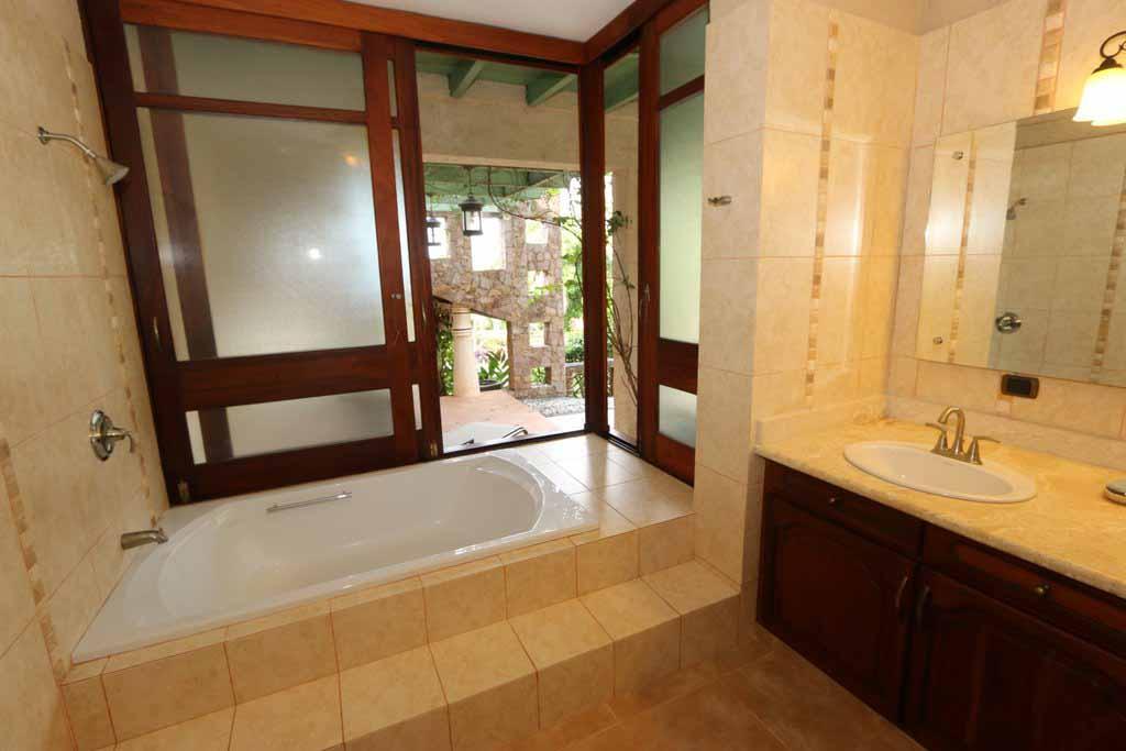haciendas-el-choco-villa-14A-bathroom