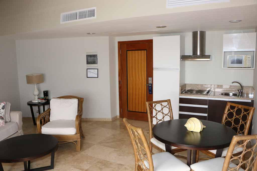 small-condo-for-sale-in-puerto-bahia-interior-view
