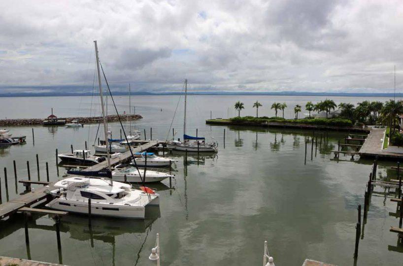 puerto-marina-in-samana-with-boats-view