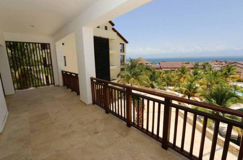 puerto-bahia-valle-alto-condo-c301-balcony-view