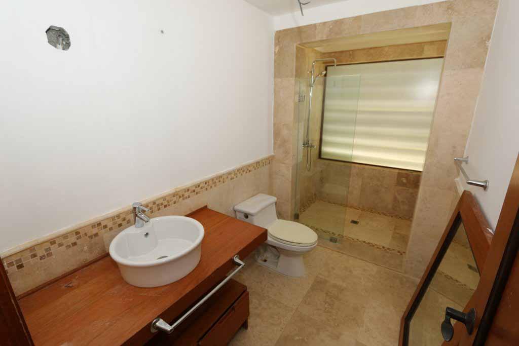puerto-bahia-valle-alto -condo-C301-bathroom