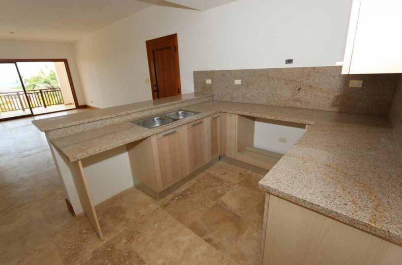 puerto-bahia-valle-alto-condo-C301-kitchen-area