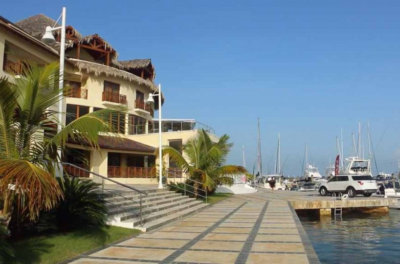 Puerto-Bahia-Marina-Dockside-Promenade