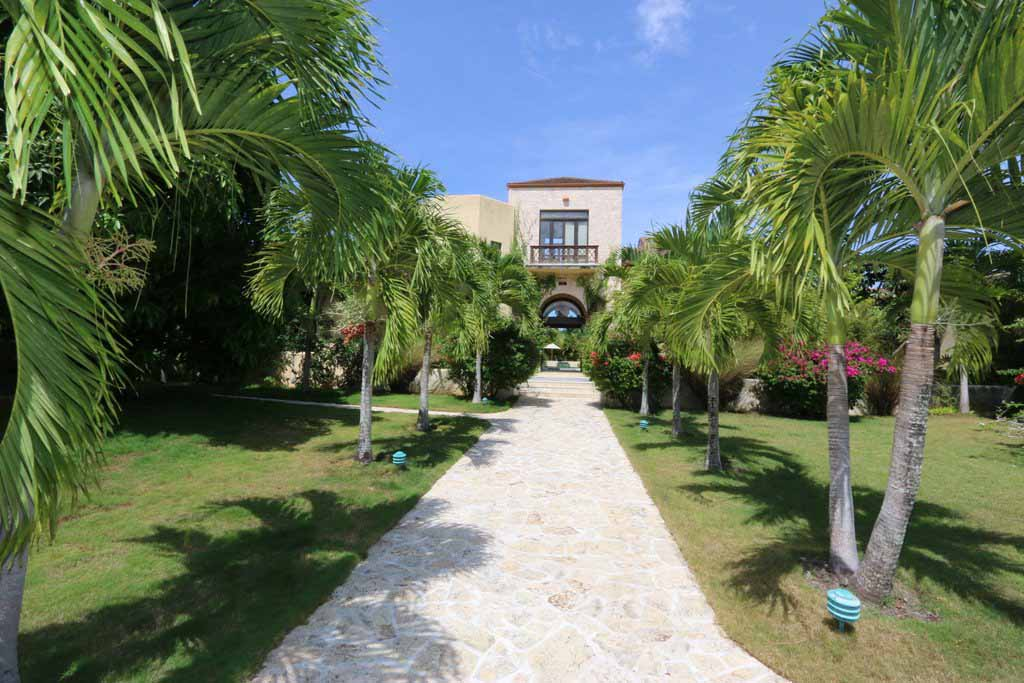 featured-property-for-sale-in-luxury-oceanfront-community-in-cabaret-a-good-price