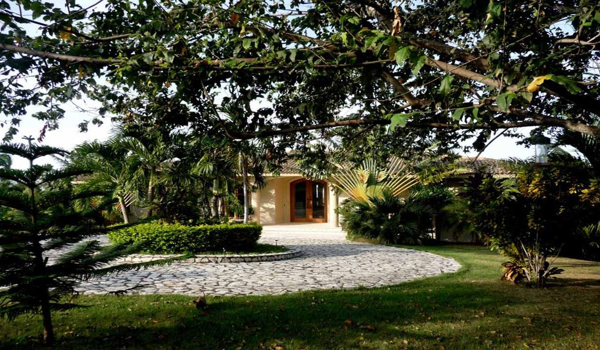 property-for-sale-in-cabarete-entry