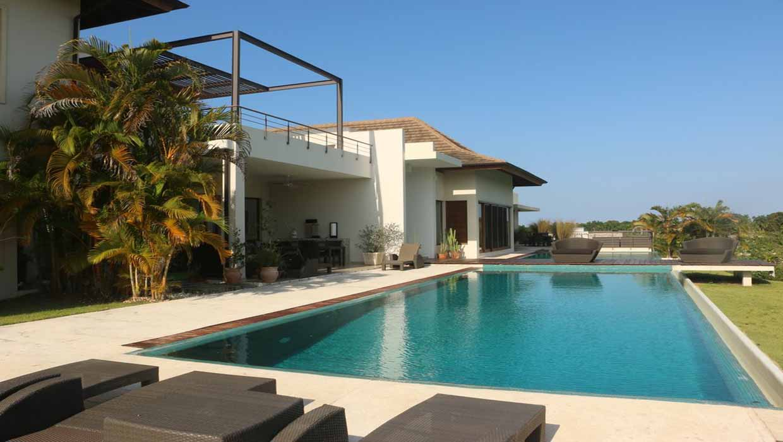 villa-soluna-pool-terrace